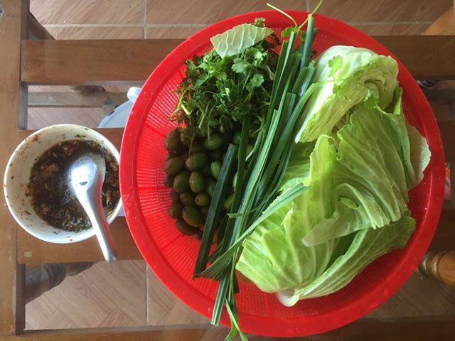 Bắp cải cuộn nhót xanh chấm chẩm chéo - món ăn chỉ nghĩ đã ứa nước miếng - Ảnh 5.