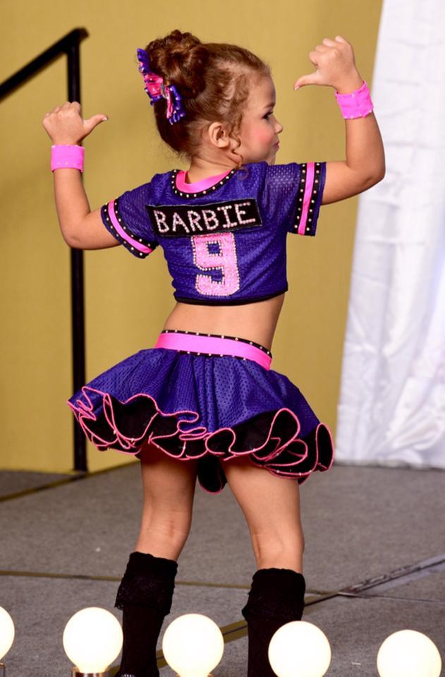 Tham dự ngót 100 cuộc thi hoa hậu từ lúc 4 tháng, bé gái 5 tuổi đã đốt gần 1 tỷ vào váy áo - Ảnh 4.