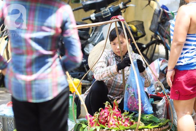 Thân thương những góc chợ quen buổi sớm trong ngõ nhỏ Hà Nội - Ảnh 8.