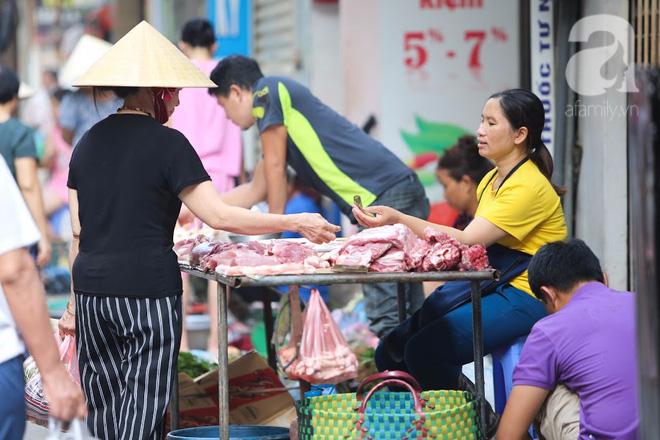 Thân thương những góc chợ quen buổi sớm trong ngõ nhỏ Hà Nội - Ảnh 9.