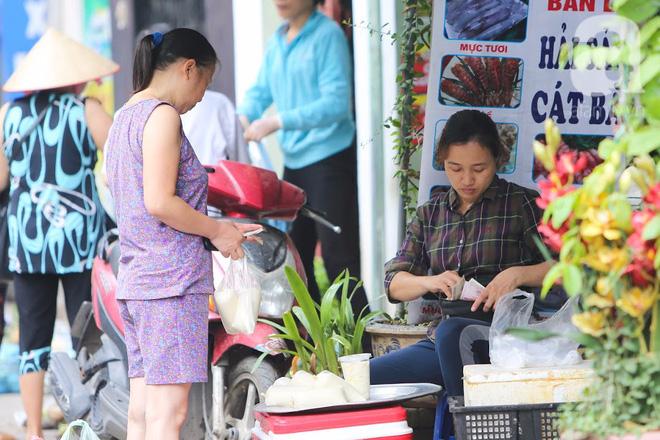 Thân thương những góc chợ quen buổi sớm trong ngõ nhỏ Hà Nội - Ảnh 14.