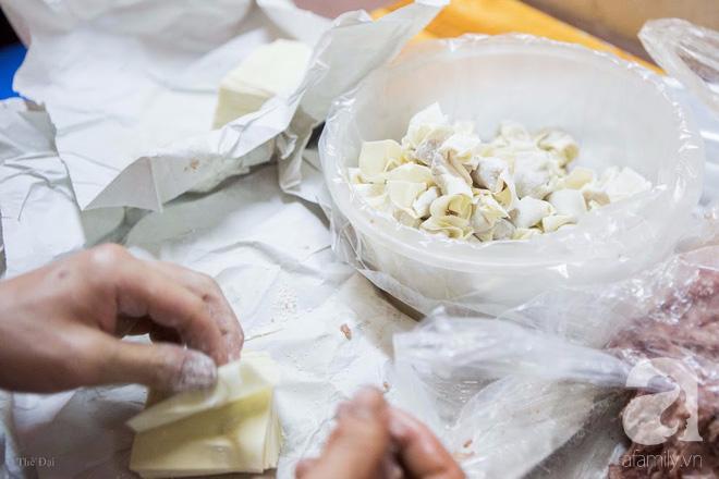 Ngày gió mưa, lặn lội đến tiệm mì vằn thắn 31 năm tuổi nghe cô chủ gốc Hà Nội kể chuyện 3 đời bán mì - Ảnh 8.