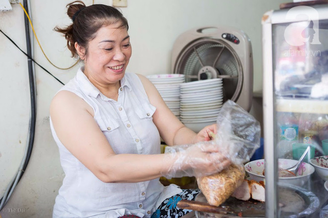 Ngày gió mưa, lặn lội đến tiệm mì vằn thắn 31 năm tuổi nghe cô chủ gốc Hà Nội kể chuyện 3 đời bán mì - Ảnh 4.