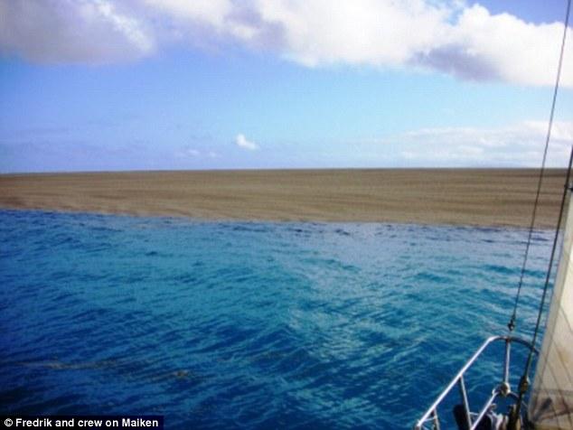Thấy cát vàng nổi lềnh bềnh trên biển, các thủy thủ tới xem và không tin vào mắt mình - Ảnh 2.