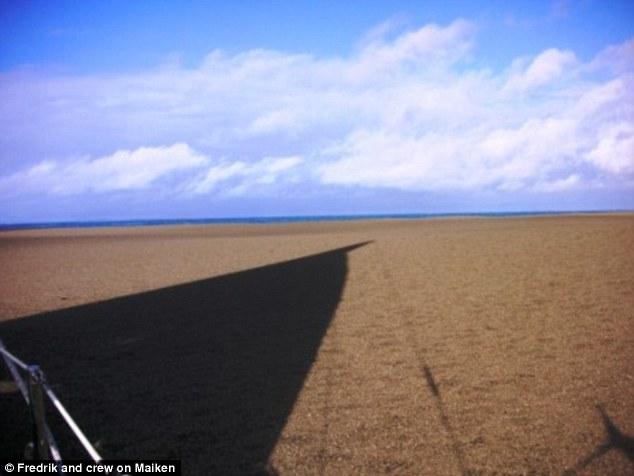 Thấy cát vàng nổi lềnh bềnh trên biển, các thủy thủ tới xem và không tin vào mắt mình - Ảnh 6.