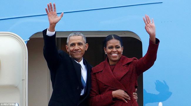 Cho đến tận lúc mãn nhiệm, Barack Obama vẫn khiến thế giới nghiêng mình bởi hành động quá tuyệt vời với vợ giữa công chúng - Ảnh 2.