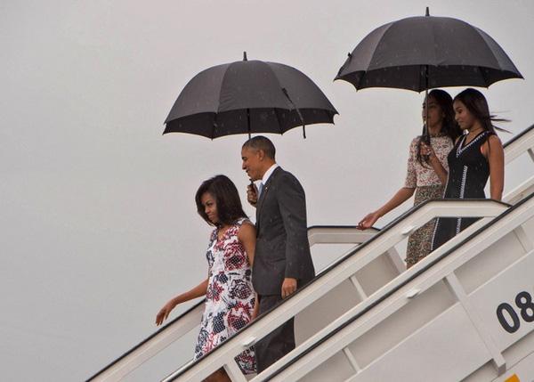 Cho đến tận lúc mãn nhiệm, Barack Obama vẫn khiến thế giới nghiêng mình bởi hành động quá tuyệt vời với vợ giữa công chúng - Ảnh 4.