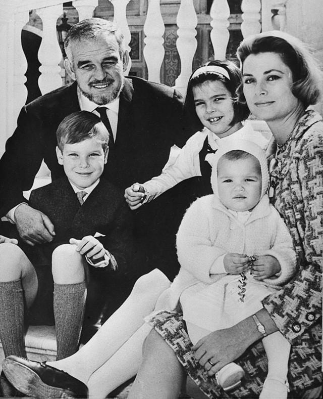 Trước Meghan Markle, 7 người phụ nữ Mỹ nổi tiếng này đã từng tiến thân vào gia đình Hoàng gia - Ảnh 4.