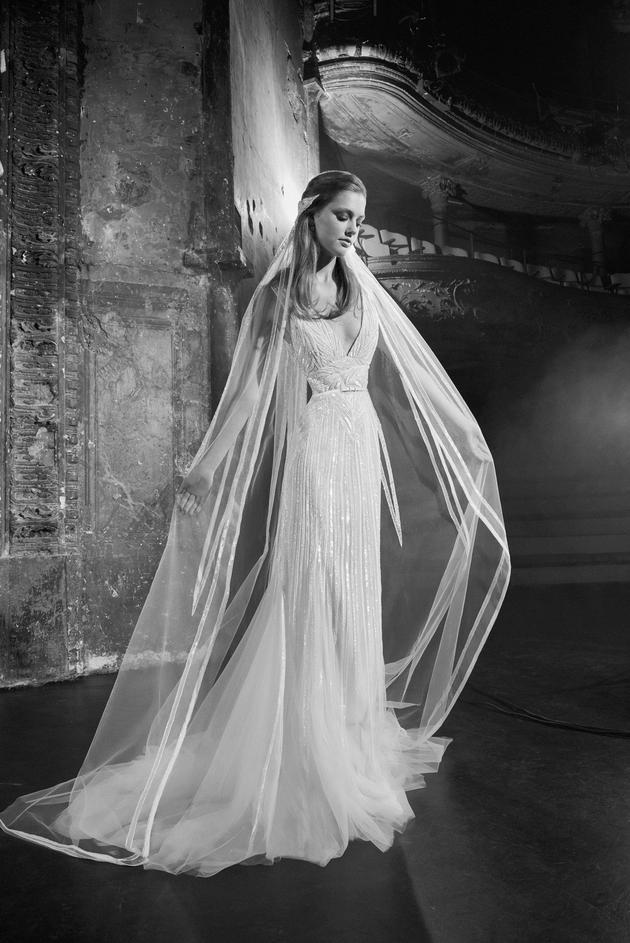 Nhìn lại 4 lần khoác lên mình bộ váy cưới và dự đoán chiếc váy mà Song Hye Kyo sẽ chọn mặc ngày 31 này  - Ảnh 10.