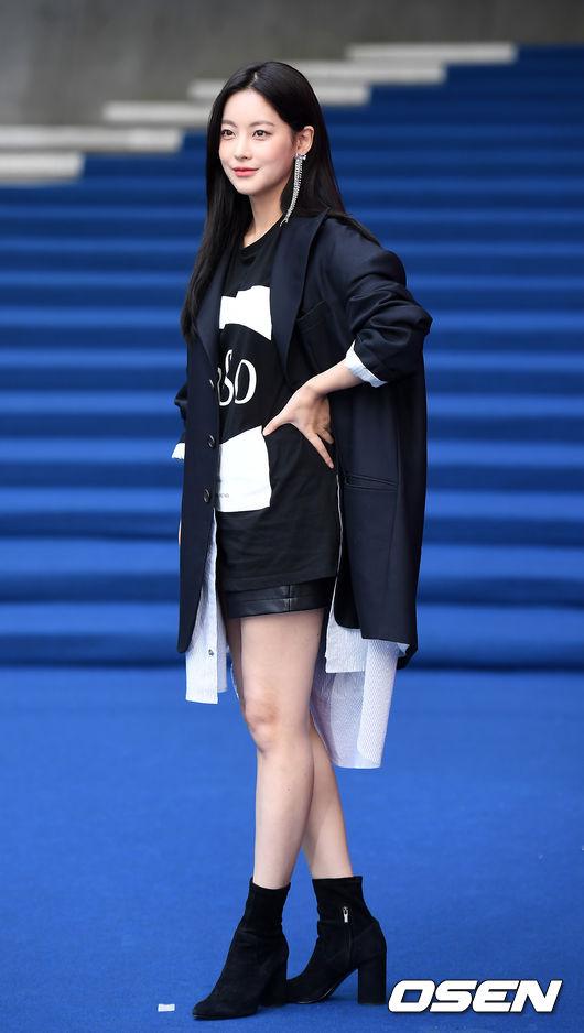 Chị hai của Những nàng công chúa nổi tiếng 42 tuổi vẫn diện đầm hồng choét tham dự Tuần lễ thời trang Seoul  - Ảnh 15.
