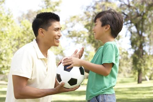 Học ngay cách dạy con xuất sắc của một ông bố lười - Ảnh 2.