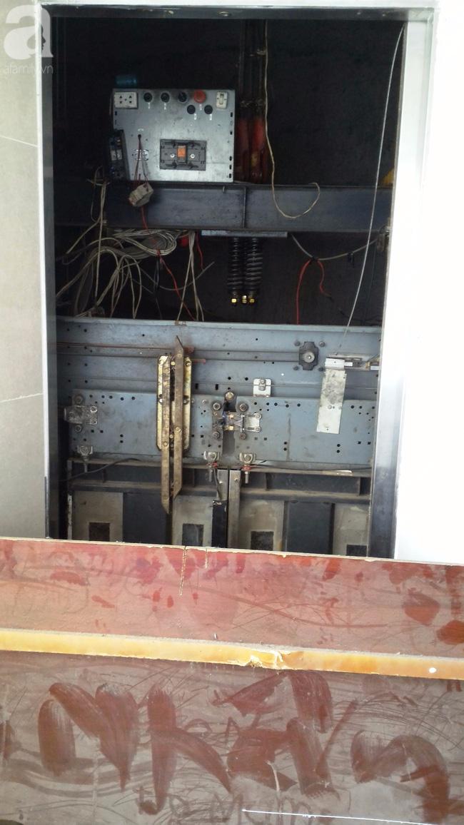 Vừa sống vừa run trong chung cư có thang máy hỏng bị rút ruột, sâu hun hút chờ nuốt người - Ảnh 15.