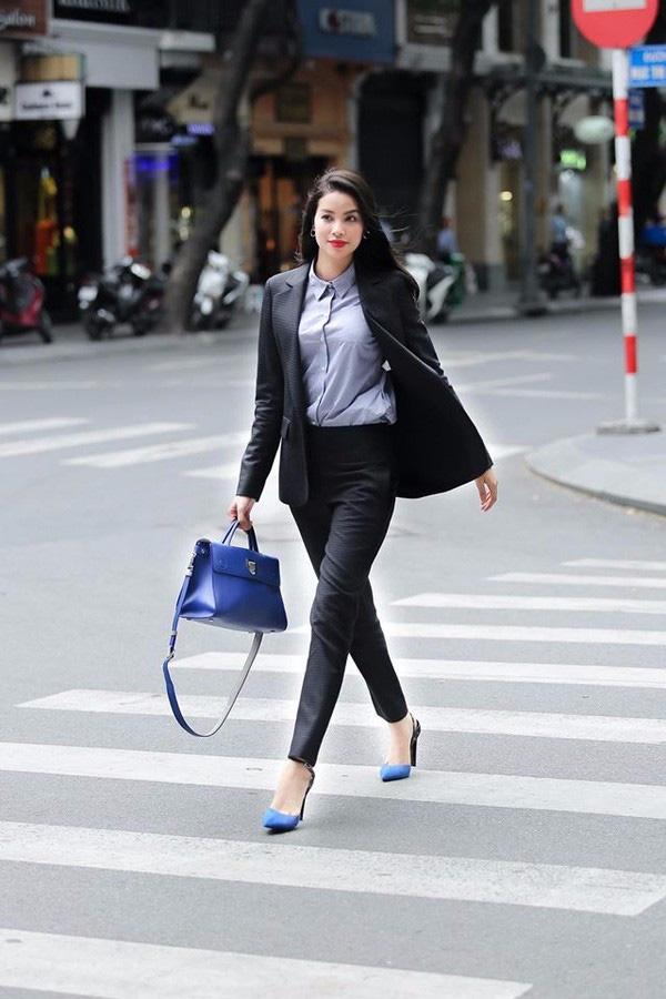 Những người đẹp Việt rất trung thành với một hãng túi hiệu - Ảnh 43.