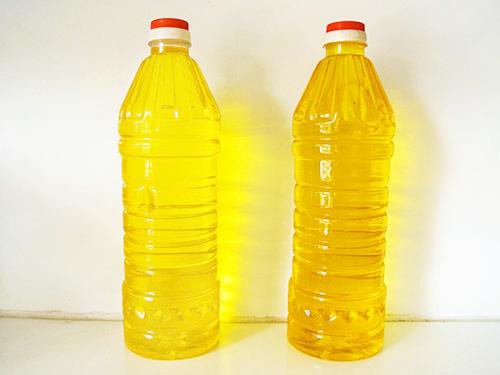Trước khi mua hãy cầm chai dầu ăn và lắc xem có hiện tượng này hay không - Ảnh 1.