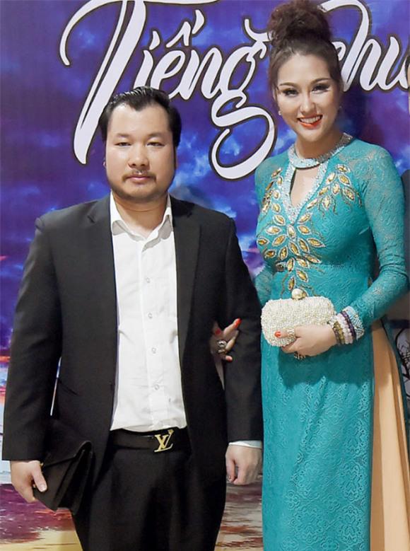 Bạn trai mới của Phi Thanh Vân bị bóc mẽ mới hơn 30 tuổi, là đại gia ảo và quỵt tiền không trả - Ảnh 1.