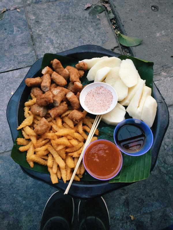10 địa chỉ ăn vặt cực ngon ở khu Hồ Gươm để tận hưởng ngày cuối cùng của kì nghỉ - Ảnh 1.