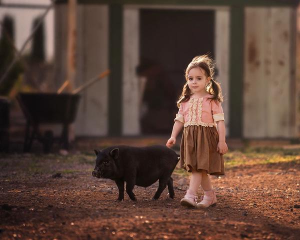 Ngất ngây trước những bức ảnh đẹp lịm tim mẹ chụp cho con gái và thú cưng - Ảnh 1.