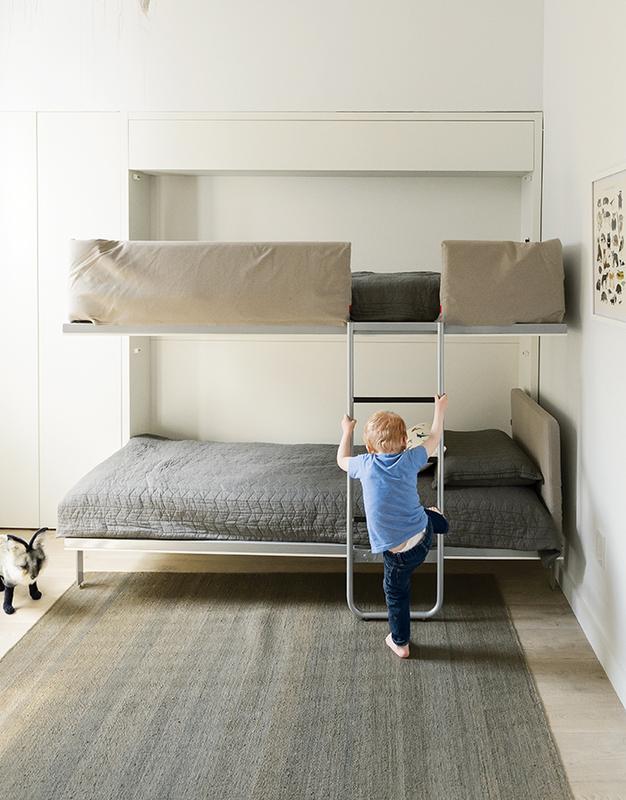 Căn hộ chỉ 63m² nhưng rộng thênh thang, cực gọn gàng của cặp vợ chồng có con nhỏ - Ảnh 10.