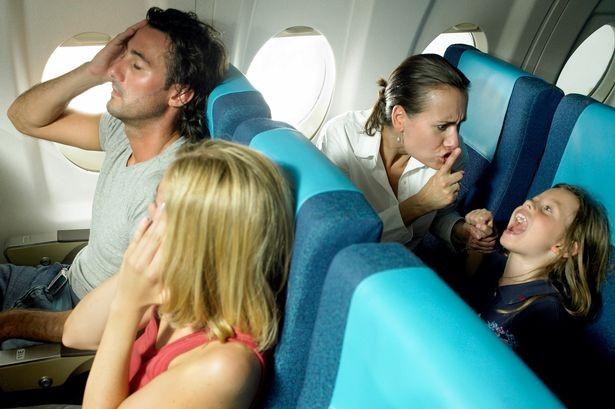 Tôi chẳng việc gì phải cảm thấy có lỗi khi con mình quấy khóc trên máy bay - Ảnh 2.