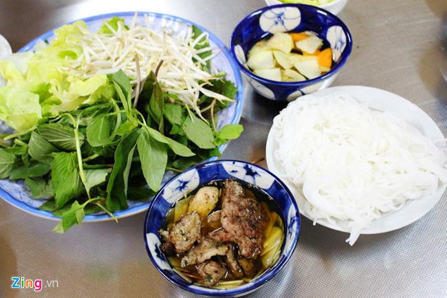 6 món ăn siêu bình dân mà khách nước ngoài nào đến Việt Nam cũng muốn thử - Ảnh 1.