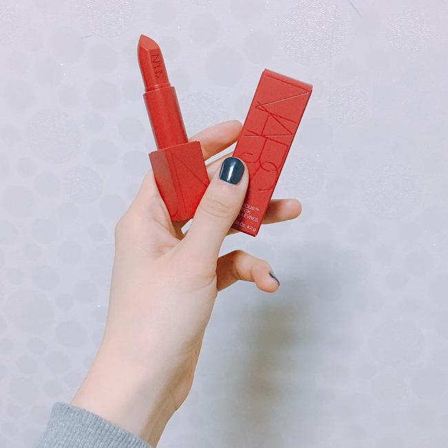 Valentine này, chàng cứ tặng 1 trong 5 cây son đỏ này là đảm bảo nàng nào cũng mê - Ảnh 8.