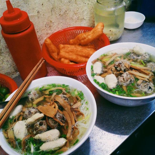 9 quán bún giá mềm cho bữa sáng ngon tuyệt ở Hà Nội - Ảnh 1.