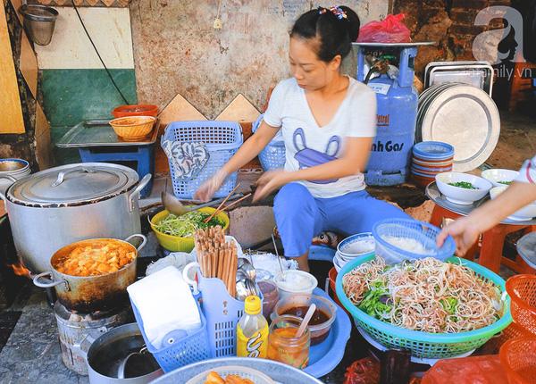 9 quán bún giá mềm cho bữa sáng ngon tuyệt ở Hà Nội - Ảnh 11.