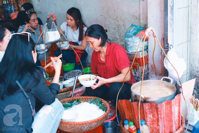 9 quán bún giá mềm cho bữa sáng ngon tuyệt ở Hà Nội - Ảnh 21.