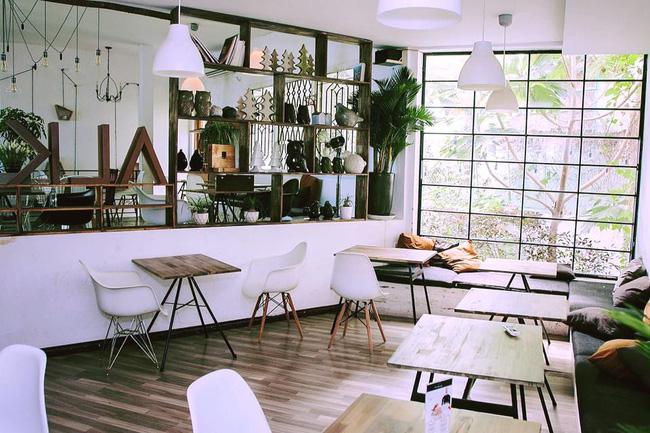 5 quán cà phê  ẩn mình trong hẻm vừa chất, vừa đẹp bất ngờ ở Sài Gòn - Ảnh 3.