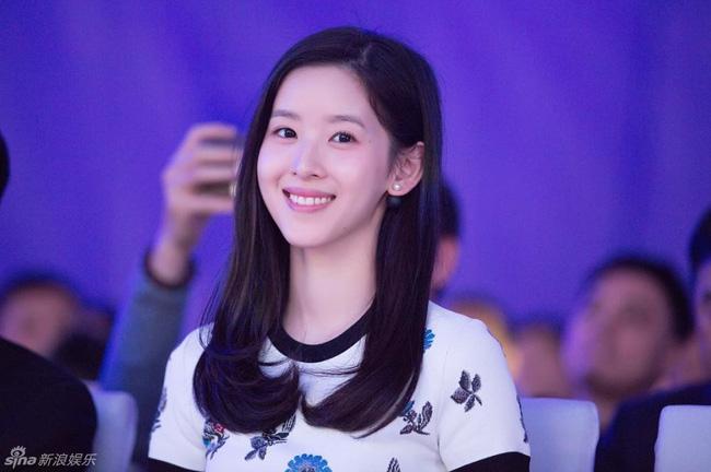 Dù là gái 1 con, nhưng cô bé trà sữa vẫn xinh đẹp, xứng danh hot girl số 1 Trung Quốc! - Ảnh 1.