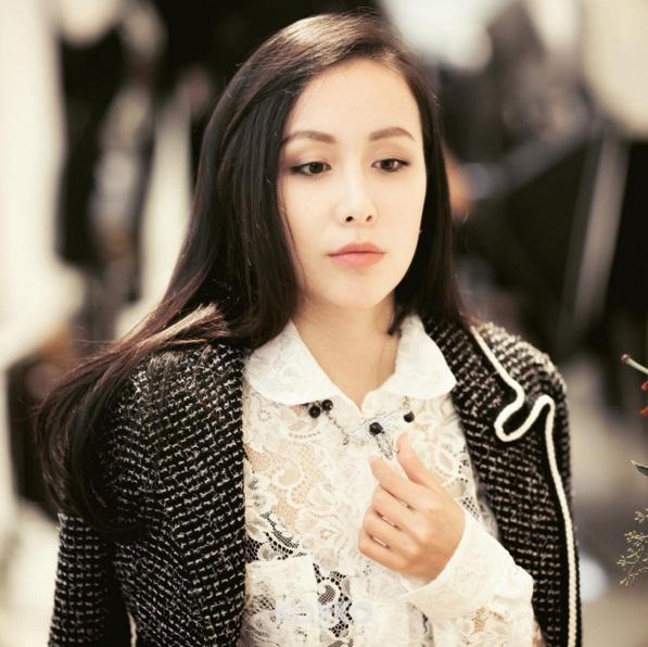 Nàng đẹp nhất của hội tiểu thư nhà giàu thất nghiệp Trung Quốc hoành tráng đến cỡ nào? - Ảnh 2.