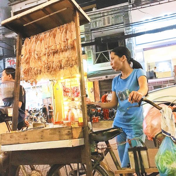 5 món ăn chơi từ mực thử một lần là nghiện ngay tắp lự ở Sài Gòn - Ảnh 1.