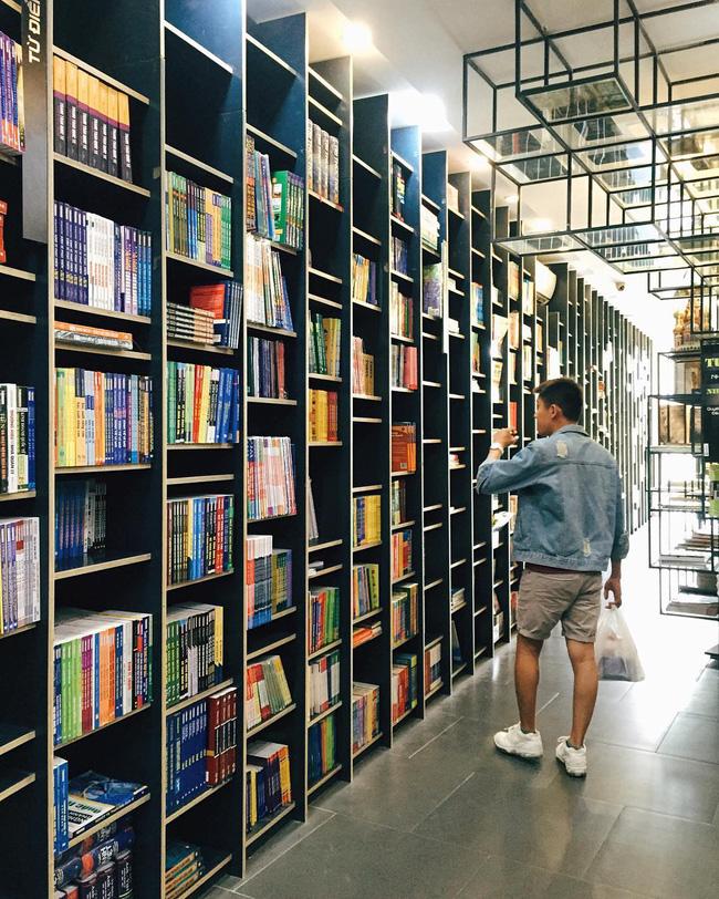 4 nhà sách đẹp mê ly, ở lì cả ngày không biết chán ở Sài Gòn - Ảnh 5.