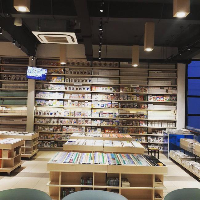 4 nhà sách đẹp mê ly, ở lì cả ngày không biết chán ở Sài Gòn - Ảnh 9.