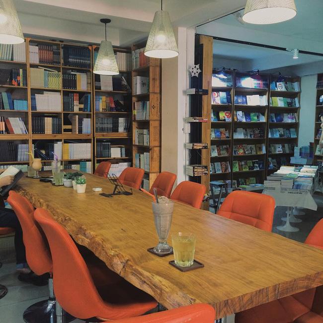 4 nhà sách đẹp mê ly, ở lì cả ngày không biết chán ở Sài Gòn - Ảnh 17.