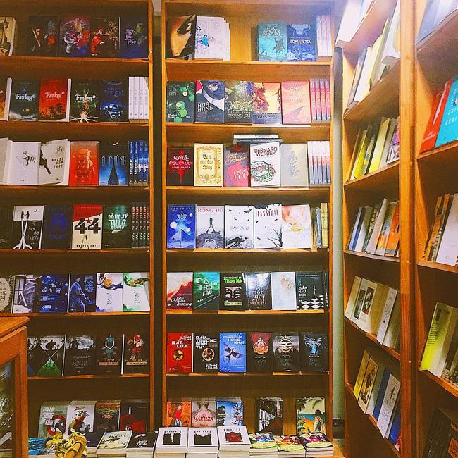 4 nhà sách đẹp mê ly, ở lì cả ngày không biết chán ở Sài Gòn - Ảnh 18.