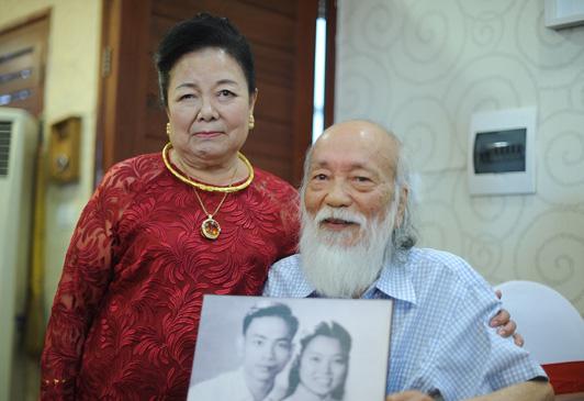 Câu chuyện tình 56 năm của PGS Văn Như Cương và vợ: Mãi mãi là tình nhân, há sợ gì sự chia xa? - Ảnh 1.