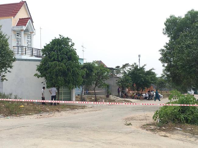 Khu vực xung quanh ngôi nhà bị phong toả