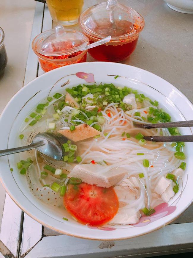 6 món ăn đường phố rẻ mà ngon nức tiếng của Nha Trang - Ảnh 1.