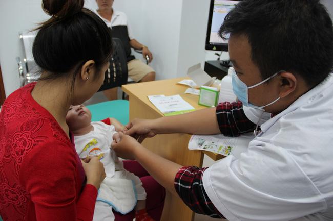 Vắc-xin ho gà không có hiệu lực vĩnh viễn: Đừng để trẻ tử vong vì căn bệnh này - Ảnh 1.