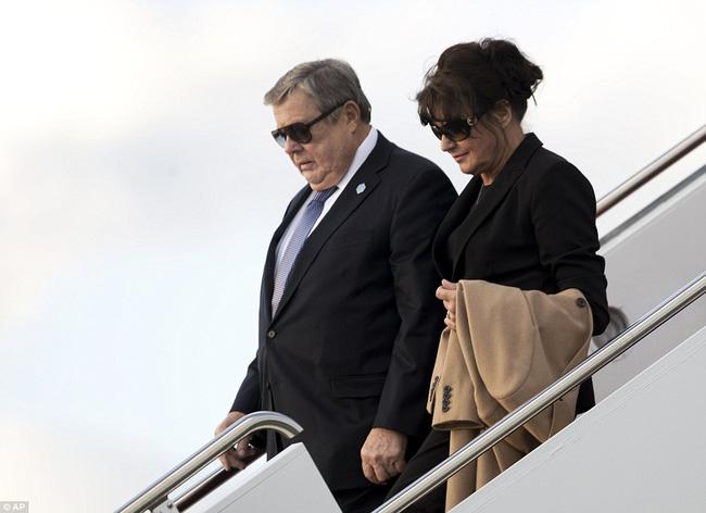 Ông bà ngoại cũng đi nghỉ dưỡng cùng cậu út nhà Tổng thống Mỹ - Ảnh 1.