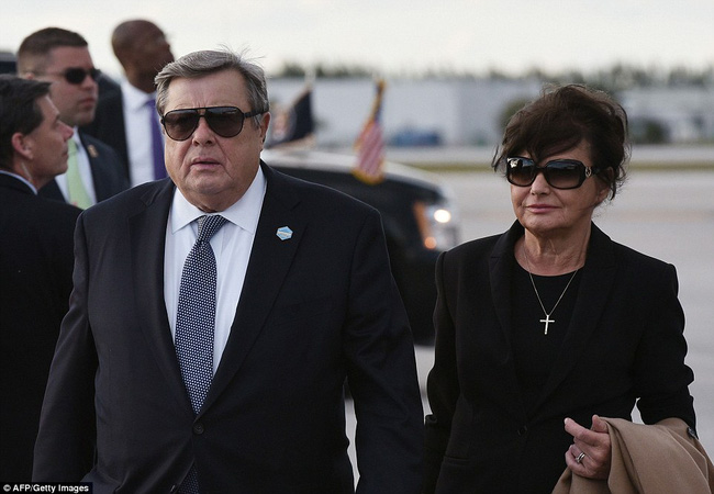 Ông bà ngoại cũng đi nghỉ dưỡng cùng cậu út nhà Tổng thống Mỹ - Ảnh 2.