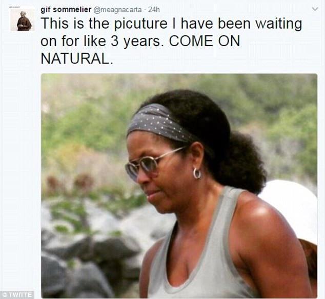 Sau bao nhiêu năm, cuối cùng người ta lại thấy mái tóc xoăn tự nhiên của phu nhân Michelle Obama - Ảnh 1.