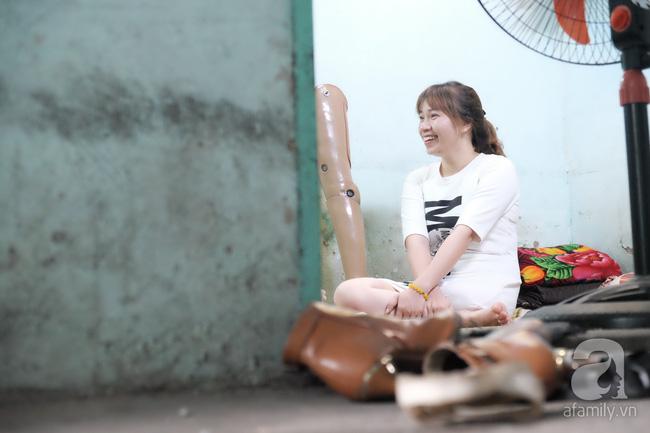 Cô gái 1 chân xinh đẹp: Em cố tiết kiệm tiền để đưa hai em bị mù sang nước ngoài chữa bệnh - Ảnh 11.