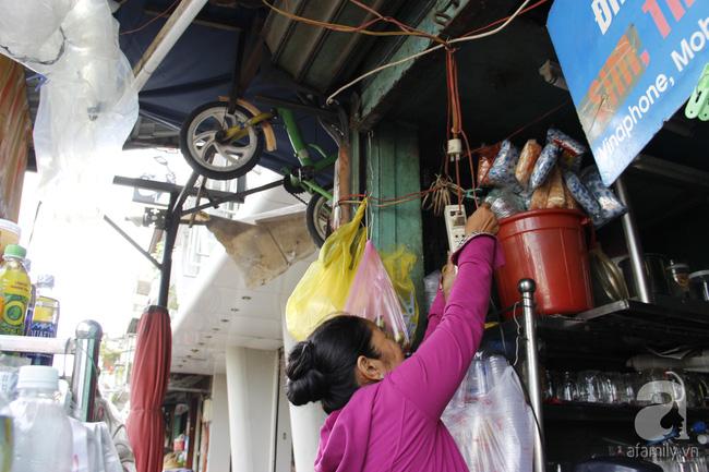 Cuộc sống trong ngôi nhà 1m2 giữa trung tâm Sài Gòn: sáng bám vỉa hè, đêm ngủ ngoài cửa - Ảnh 8.