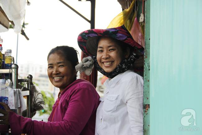 Cuộc sống trong ngôi nhà 1m2 giữa trung tâm Sài Gòn: sáng bám vỉa hè, đêm ngủ ngoài cửa - Ảnh 13.