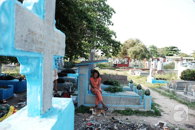 """Người đàn bà bất hạnh """"sinh bảy chết năm"""", sống ở nghĩa trang 21 năm trời ngay giữa Sài Gòn 4"""