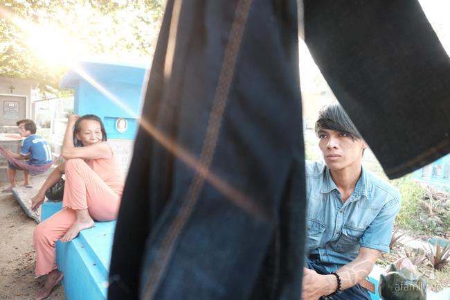 """Người đàn bà bất hạnh """"sinh bảy chết năm"""", sống ở nghĩa trang 21 năm trời ngay giữa Sài Gòn 7"""