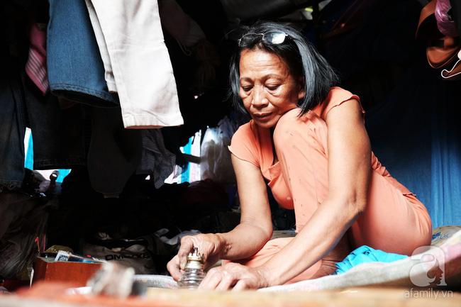 """Người đàn bà bất hạnh """"sinh bảy chết năm"""", sống ở nghĩa trang 21 năm trời ngay giữa Sài Gòn 11"""