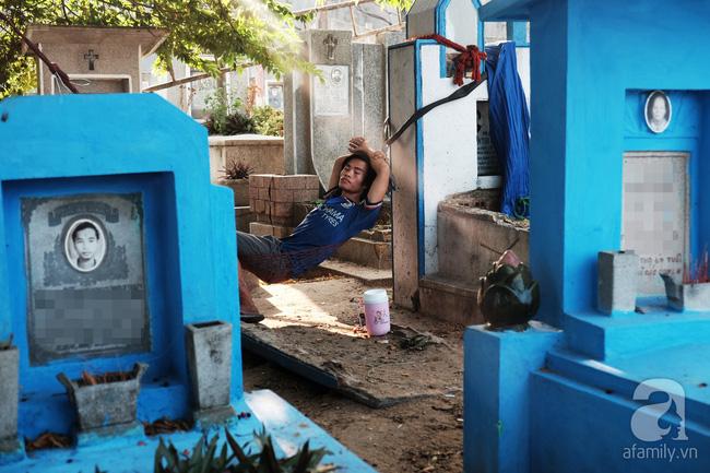 """Người đàn bà bất hạnh """"sinh bảy chết năm"""", sống ở nghĩa trang 21 năm trời ngay giữa Sài Gòn 9"""